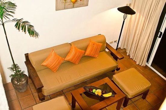 Jony's Beach Resort: La Perla Suite- living area