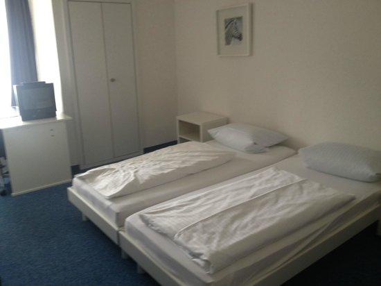 Hotel Haus Reichert: unrenoviertes Doppelzimmer