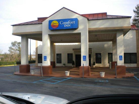 Quality Inn: The entrance of Comfort Inn