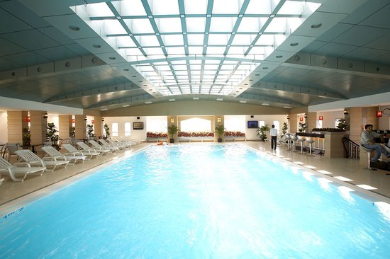 May Hotel: Swimming Pool