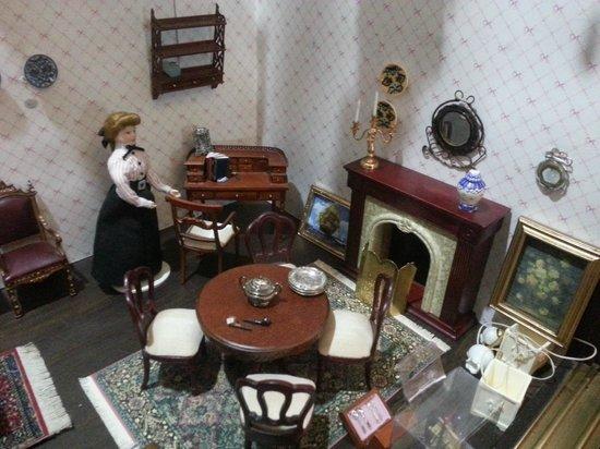 Museum House of Dolls: Salón clásico