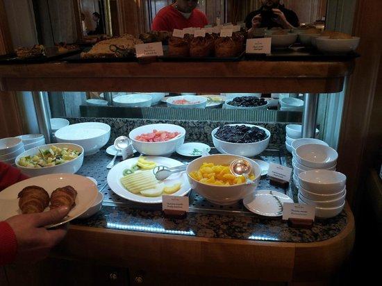 Breakfast buffet picture of cote jardin hotel de paris for Brunch jardin