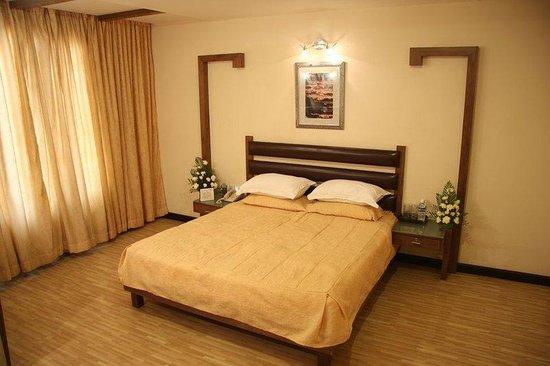 Regenta Central Deccan: Suite Bedroom
