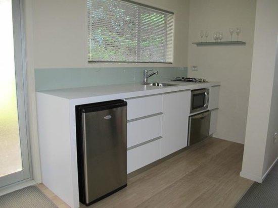 Ratanui Villas: Stylish kitchen