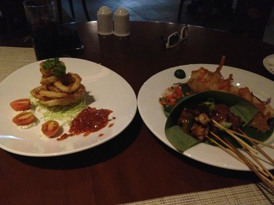 Aston Sunset Beach Resort : Calamari ring & Satay