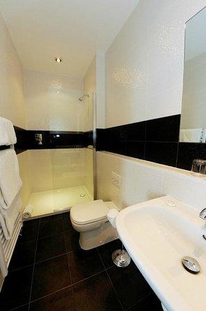 Langham Hotel: Walk In Shower