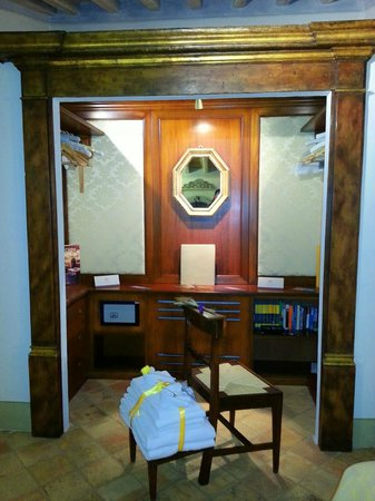 Casa Moricciani: Open closet
