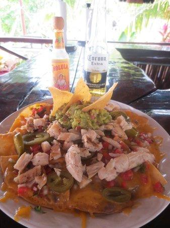 Bahia Tortuga Restaurant - Bar: Chicken nachos...big enough to share!