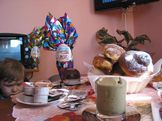 San Sebastiano Holidays: colazione di pasqua, con uova per i bimbi