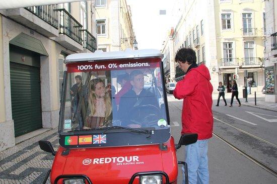 Red Tour Lisbon - Buggy and Segway Tours: Grundig intro inden turen :-)