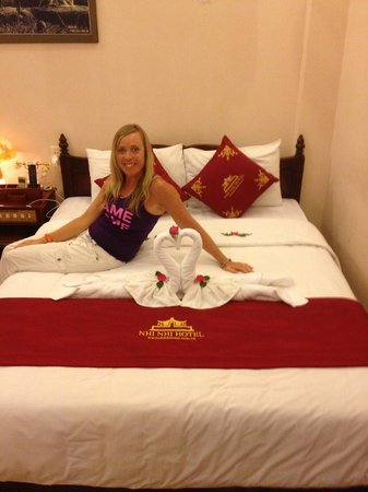 Nhi Nhi Hotel: lovely bed