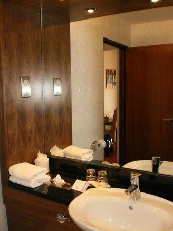 Temple Bar Hotel: Bathroom