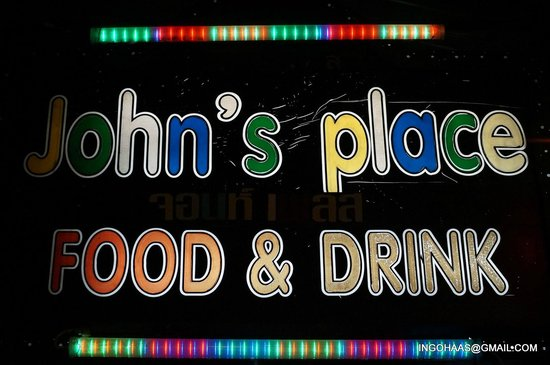 John's Place Sports Bar and Restaurant: Der Treffpunkt in Chiang Mai....