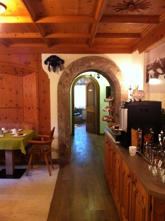 Alpin Hotel Garni Eder: The breakfast area