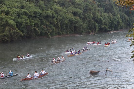 Belize Jungle Dome: Annual canoe race down the river