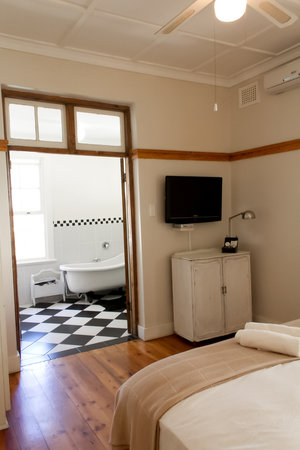 Coweys Corner: Room 4