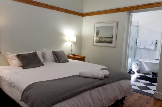 Coweys Corner: Room 3 King Bed