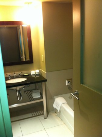 The Westin Huntsville: Bathroom