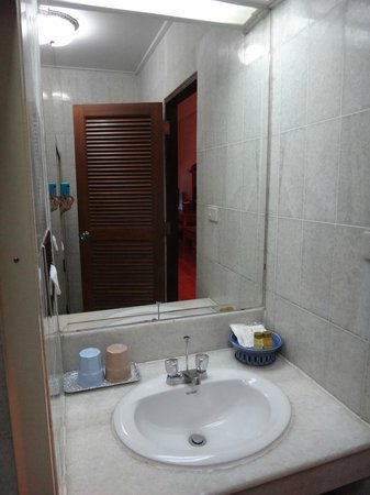 Sailom Hotel: WC amenities