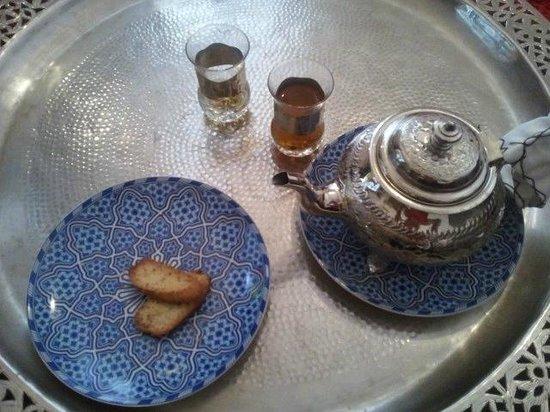 welcome mint tea at Dar Rbab