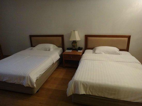 Sailom Hotel: main twin bed