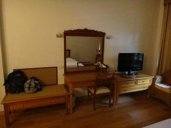 Sailom Hotel: dressing table