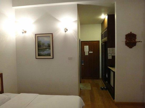 Sailom Hotel: main room entrance