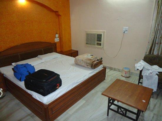 Hotel Priya : good