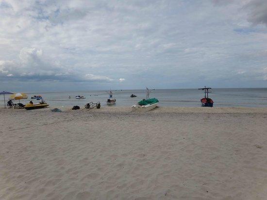Sailom Hotel: fhisherman boat