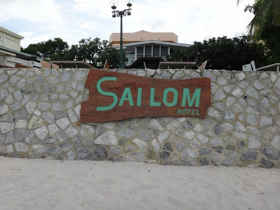 Sailom Hotel: beach hotel wall sign with restaurant uplifted level