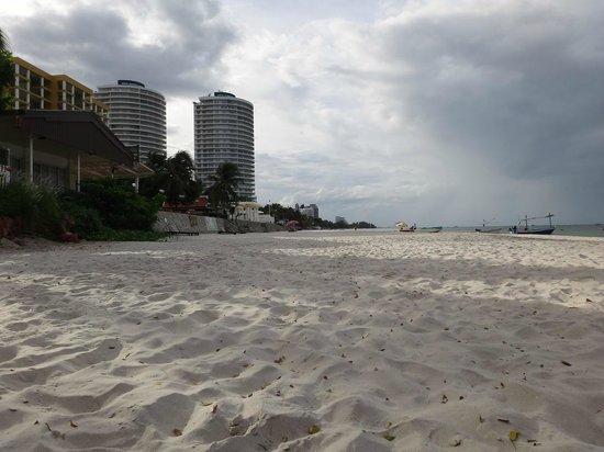 Sailom Hotel: beach