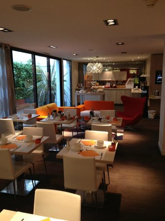 Mercure Le President Biarritz Centre : The breakfast room