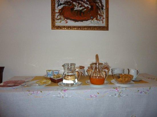Agriturismo Ca' Danieli: Il tavolo con la prima colazione