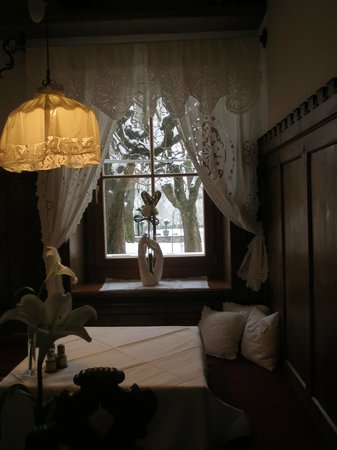 Gartenhotel Maria Theresia: Cosy corner in the dining room