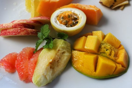 Eratap Beach Resort: amazing fruit at breakfast!