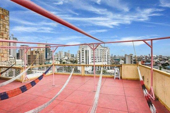 Pink Manila Hostel: View from Hammocks