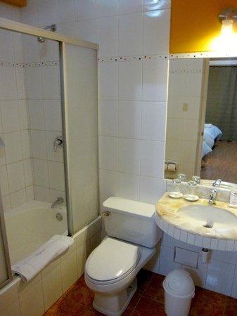 Intiqa Hotel: Bathroom