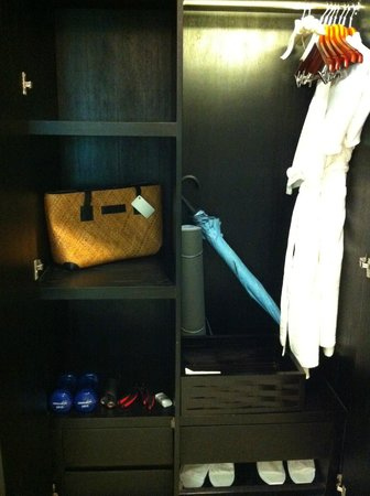 Pullman Bali Legian Nirwana: yoga mat , weights and a skipping rope just in case