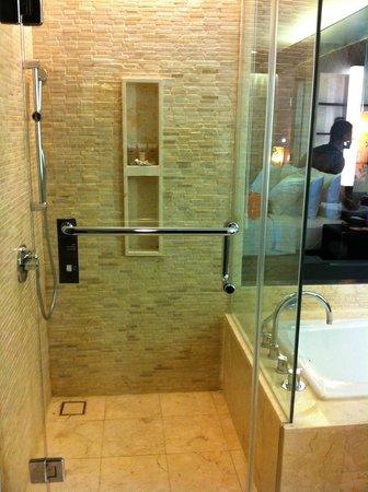 Pullman Bali Legian Nirwana: bathroom