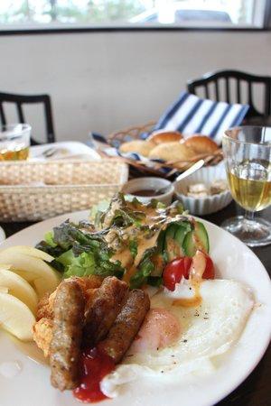 Highland Inn Ease: breakfast