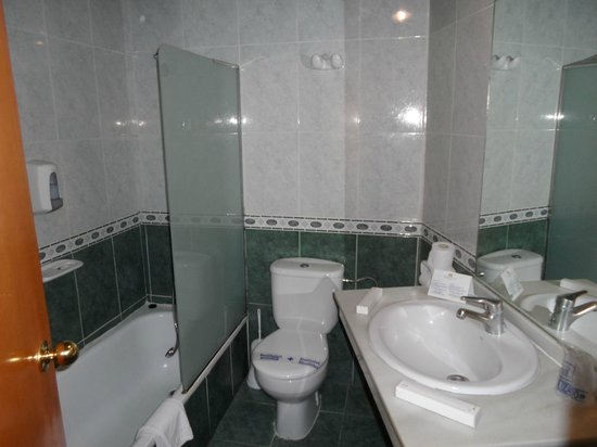 Marconfort Beach Club Hotel : Bathroom