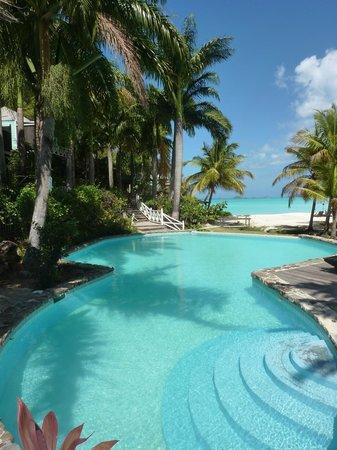 COCOS Hotel Antigua: Piscina e Spiaggia