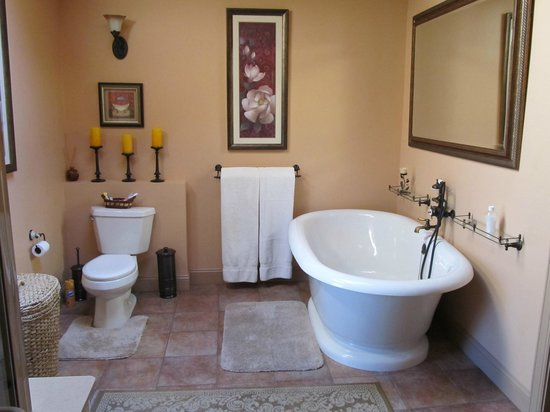 The Chalet of Canandaigua: Bathroom