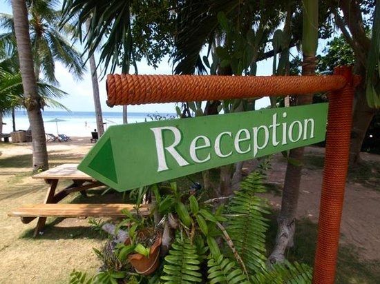 Palm Leaf Resort: Beach access