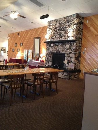Crosstone Restaurant: warm ambiance