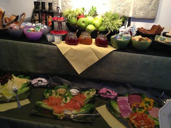 Außen Alster Hotel: breakfast spread