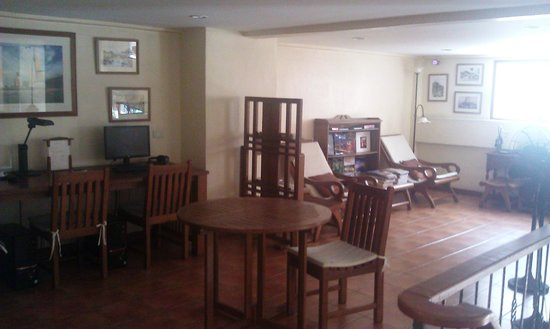 Siamese Views Lodge: Gallery above reception, with PC and internet facilities