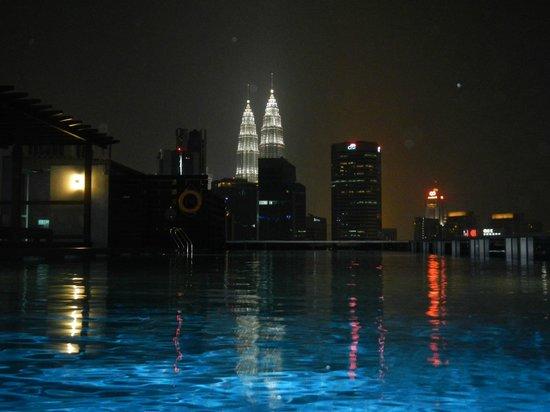 Somerset Ampang Kuala Lumpur: Pool view at night