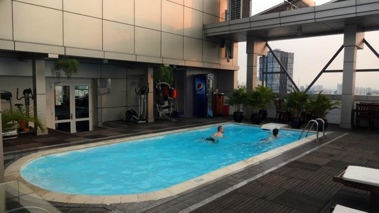 Golden Central Hotel: Roof top pool