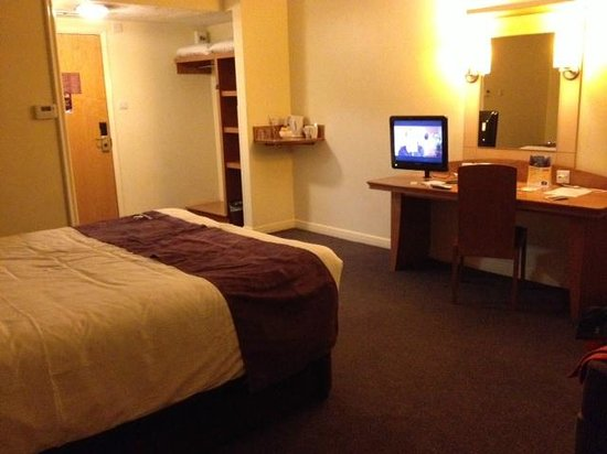 ‪‪Premier Inn Manchester City Centre - Portland Street‬: Double room - spacious and large bed‬